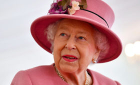 Елизавета II выпустила джин на травах, собранных в Сандрингеме