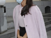 Если и носить пастельные оттенки осенью, то делать это как королева Летиция