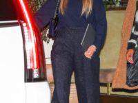 Если у вас в шкафу затерялись блестящие брюки в стиле диско, Дженнифер Лопес покажет, с чем их носить