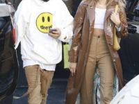 Где взять идеальные бежевые брюки как у Хейли Бибер