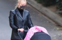 Кожаный жакет Софи Тернер, который нужен всем будущим мамам