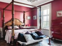 Красный и его оттенки в спальне: 30+ примеров