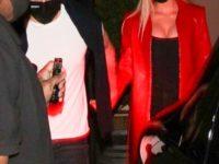 Красный кожаный тренч— лучшая идея для романтического свидания, по мнению Николы Пельтц