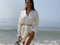 Ничего лишнего: атласное мини-платье Жизель Оливейры для чувственных натур