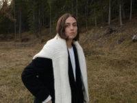 Носите свитер поверх пальто: неожиданное решение модной итальянки Эрики Болдрин