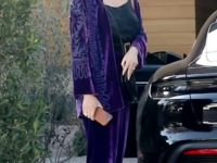Бархатный костюм с вышивкой — роскошная альтернатива трикотажу. Доказывает Крисси Тейген
