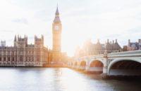 Британские власти разрешили использование вакцины Pfizer против коронавируса