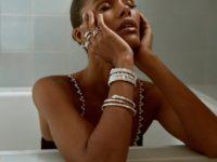Девушка и бриллианты: новое соблазнительное фото Тины Кунаки