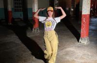 Дочь Джуда Лоу доказывает, что походные брюки тоже могут выглядеть стильно