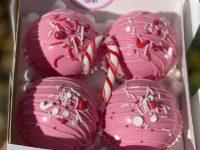 Фуд-тренд: шоколадные бомбочки, которые взрываются в вашей чашке сладкими зефирками