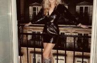 Где найти безупречное черное платье для новогодней вечеринки, как у стилиста Эмили Синдлев?