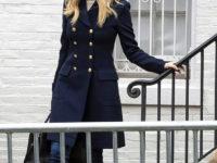 Идеальная пара: Иванка Трамп в пальто милитари и бежевых сапогах Zara