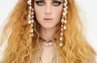 Как будто косы расплела: самые эффектные укладки на показе Chanel 2020/21