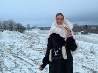 Как из сказки: Наталья Водянова в уютном пальто Ulyana Sergeenko