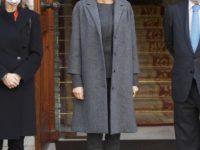 Какое пальто беспроигрышно делает силуэт стройнее? Показывает королева Летиция