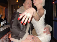 Кольцо Элизабет Тейлор и корсетное мини-платье: Каролин Вриланд готовится к свадьбе