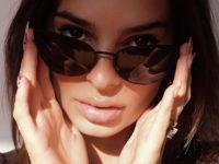 Не только свадебные платья: Эмили Ратаковски примерила солнечные очки Vera Wang