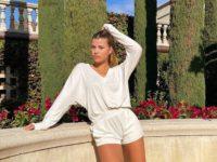 Ничего лишнего: София Ричи в белом домашнем костюме Rag&Bone