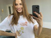 Николь Потуральски показывает главную футболку следующего лета