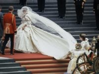 О них мечтали все: свадебные платья звезд, которые были проданы после торжества