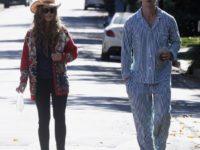 Патрик Шварценеггер гуляет по городу в пижаме. И всем мужчинам советует