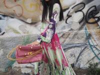 Плиссированные цветы и самая красивая розовая сумка: итальянка Джильда Амбросио раскрашивает зиму