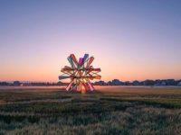 Pop Star: инсталляция из цветного стекла в Китае