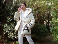 С чем носить белый пуховик? Показывает самая модная девушка Лондона