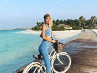 Само совершенство: Фрида Аасен в костюме Topshop небесно-голубого цвета