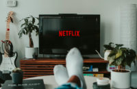 Создатель «Черного зеркала» снимет для Netflix мокьюментари о событиях 2020 года