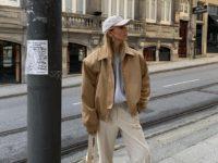 Стилист София Коэльо показывает, с чем сочетать бежевую куртку в этом сезоне