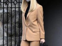 Стоит ли блондинкам носить бежевые костюмы? Ответ Иванки Трамп