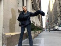 Строгий костюм + пуховик с очень длинными рукавами: Белла Хадид даёт мастер-класс, как стильно одеваться офисным работникам зимой