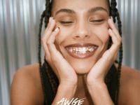 Такой вы ее еще не видели: Тина Кунаки в рекламной кампании Amina Muaddi
