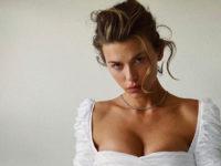 В чем встречать Новый год?Джорджия Фаулер предлагает белое маленькое платье, которое очень красиво подчеркивает грудь