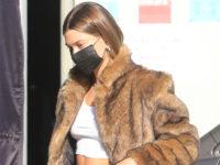 Хейли Бибер показывает единственно правильный способ носить шубу этой зимой