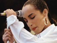60 оттенков Шаде: знаковые элементы стиля певицы