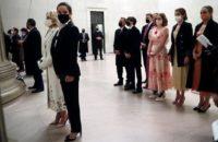 Иванка, прощай! Новая «принцесса» Белого дома— Эшли Байден в безупречном смокинге с ослабленным галстуком