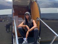 Как круто выглядеть в самолете: показывает Наоми Кэмпбелл