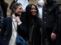 Легенды подиума и королевы стритстайла: Кристи Тарлингтон и Наоми Кэмпбелл после показа Fendi Couture