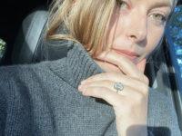 Мария Шарапова впервые показала обручальное кольцо с огромным бриллиантом