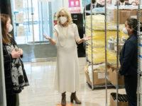 Новая первая леди США Джилл Байден показывает как носить светлые платья из трикотажа