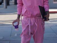 Одевайтесь в розовое с ног до головы, как это делает Machine Gun Kelly— стильный бойфренд Меган Фокс