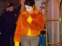 Оранжевая шуба— хит сезона! Яркий образ Селены Гомес, который согреет в морозы
