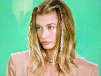 Прическа, с которой лицо выглядит стройней: плетем косички как у Хейли Бибер