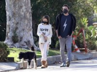 Семейный уикенд: Бен Аффлек на прогулке с младшей дочерью