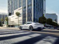 Скоростной режим: электрический спорткар Porsche Taycan