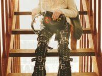 Юбки, цветочные принты и строенные свитеры: Loewe Men's Fall 2021