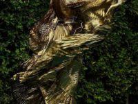 Золота, серебро и бронза: 3 великолепных платья Энн Хэтэуэй