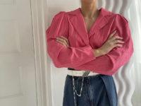 Этой весной носите джинсы с укороченным пиджаком, как это делает стилист Эмили Синдлев